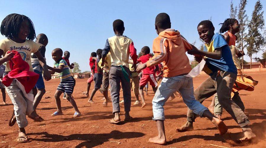 Animazione nel campo di volontariato in Mozambico