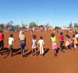 Campo di volontariato africa con bambini con Terre e Libertà
